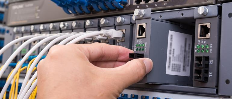 Optical fiber connectors for quick and easy connections